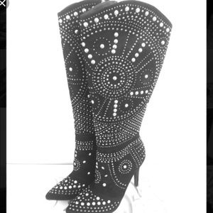 Blingy stiletto boots from Venus
